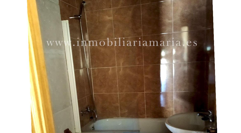 Baño-apartamentos-rurales-Ribeira-de-Piquin