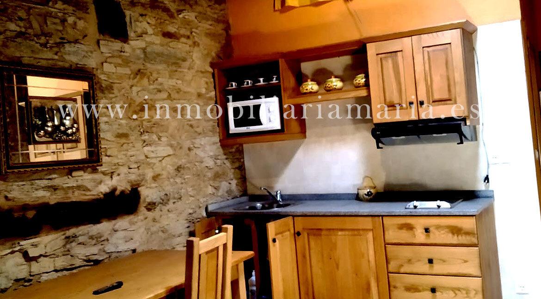 Cocina-salon-apartamentos-rurales-Ribeira-de-Piquin