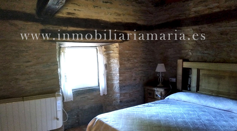 Dormitorio-Madera-Apartamentos-Rurales-Ribeira-de-Piquin