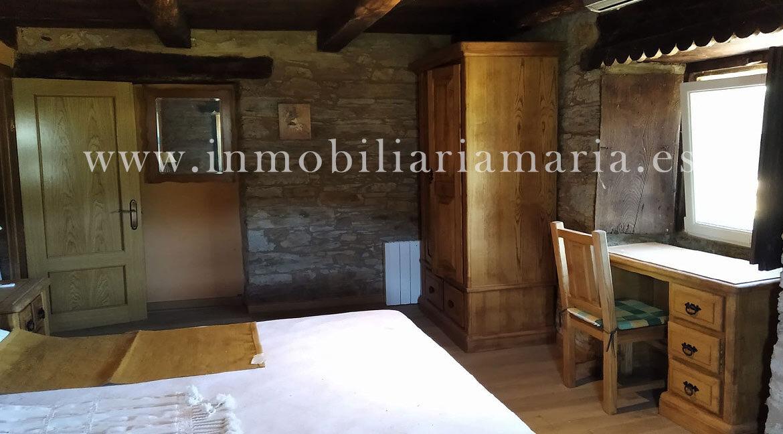 Dormitorio-piedra-apartamentos-rurales-Ribeira-de-Piquin