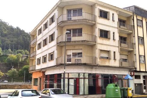 edificio exterior en A Pontenova