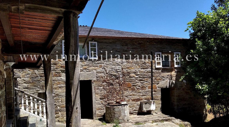 Entrada-Apartamentos-Rurales-Ribeira-de-Piquin