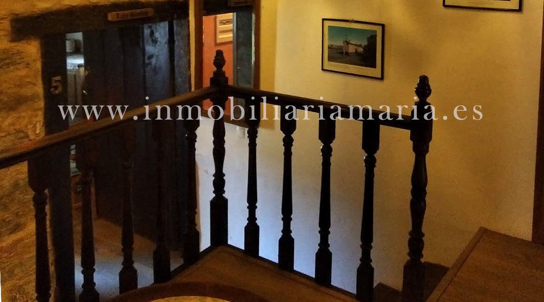 Escalera-Apartamentos-Rurales-Ribeira-de-Piquin