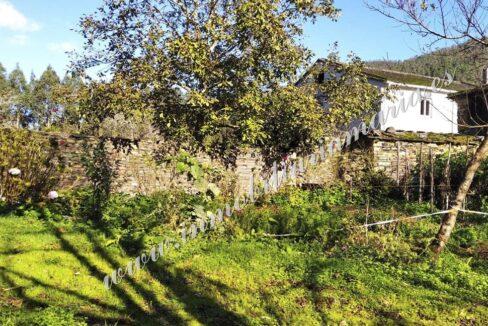 Casa Vides - A Pontenova - Exterior con prado