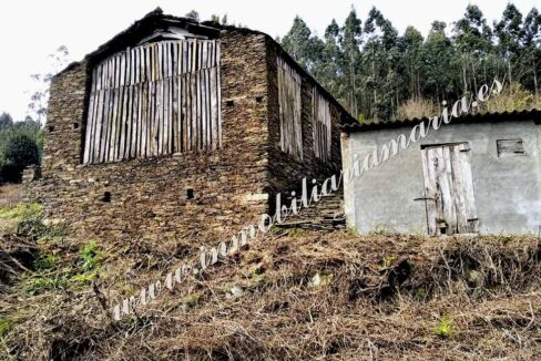 Venta de dos pajares con finca en A Trabada - Lugo