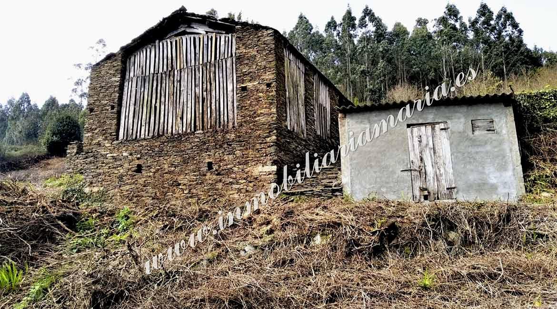 Dos pajares con finca en Trabada ideal para transformar en vivienda –  Lugo