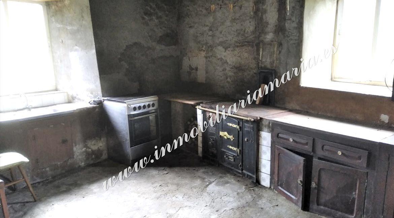 cocina-casa-en-venta-la-trapa-trabada-lugo-inmobiliaria-maria