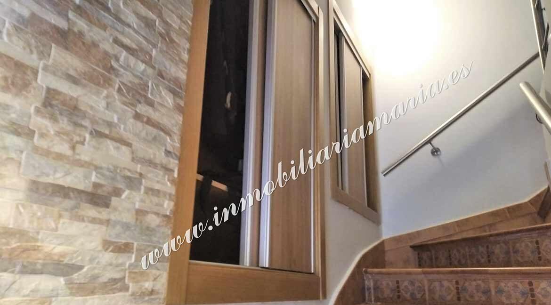 DETALLE-escalera-interior-venta-casa-ribadeo-inmobiliaria-maria