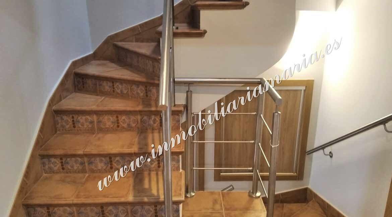 escalera-interior-venta-casa-ribadeo-inmobiliaria-maria