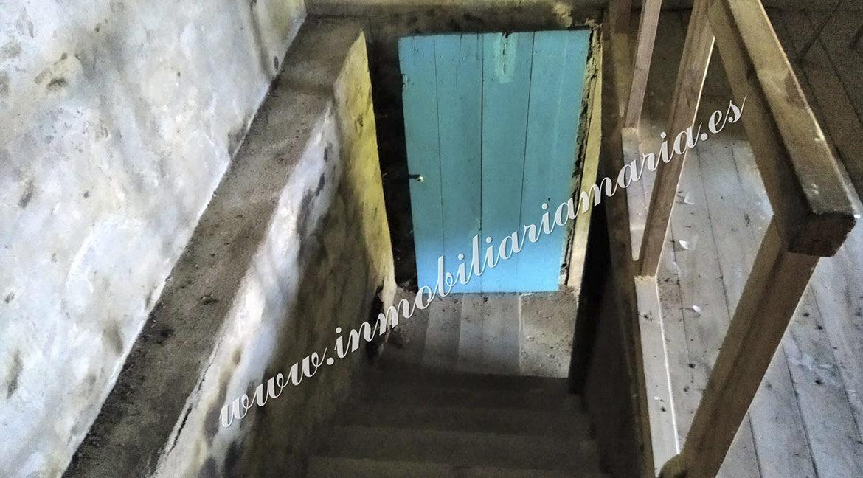 escaleras-venta-casa-o-paraiso-santalla-lugo-inmobiliaria-maria