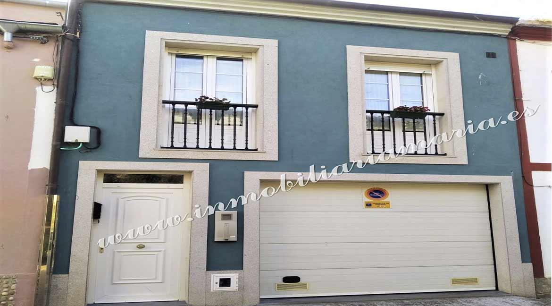 Se vende casa en la calle La Muralla en Ribadeo