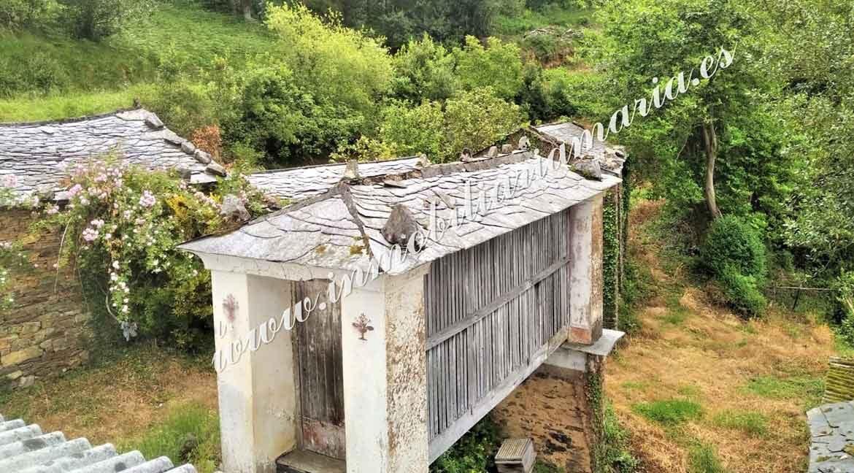 casa-de-campo-en-pueblo-en-el-Concejo-de-El-franco-en-asturias
