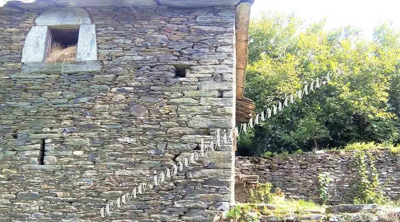 casa-de-piedra-en-el-pueblo-de-Villarsubin-II-en-A-Pontenova