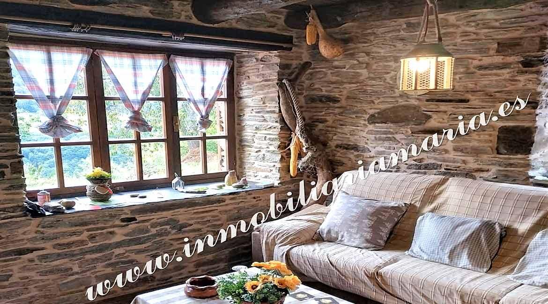 casa-de-piedra-en-el-pueblo-de-Villaxubin-A-Potenova-en-Lugo