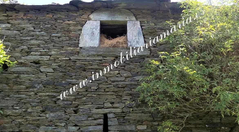 fachada-de-piedra-en-casa-en-Villarsubin-II-en-A-Pontenova