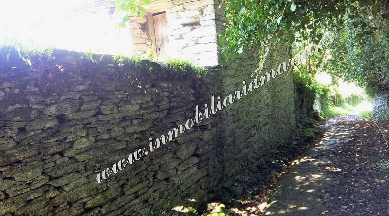 muros-de-piedra-en-casa-en-Villarxubin-II-en-a-Pontenova-en-Lugo