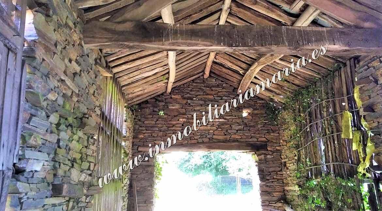 pajar-de-piedra-y-madera-casa-en-el-concejo-de-el-Franco