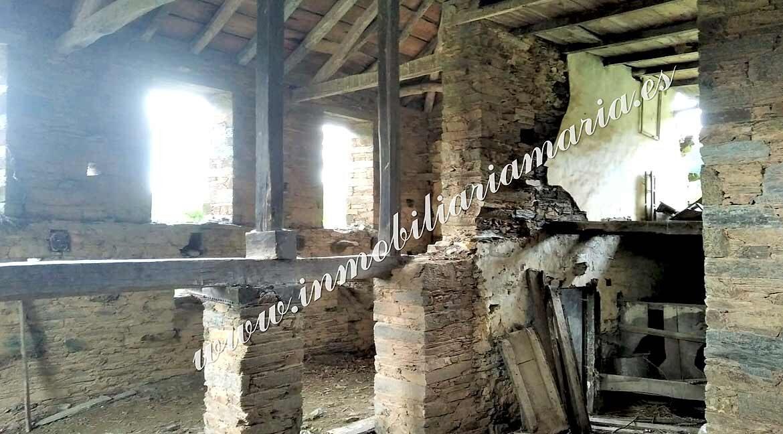 Casa-con-finca-para-restaurar-en-Ribeira-de-Piquin