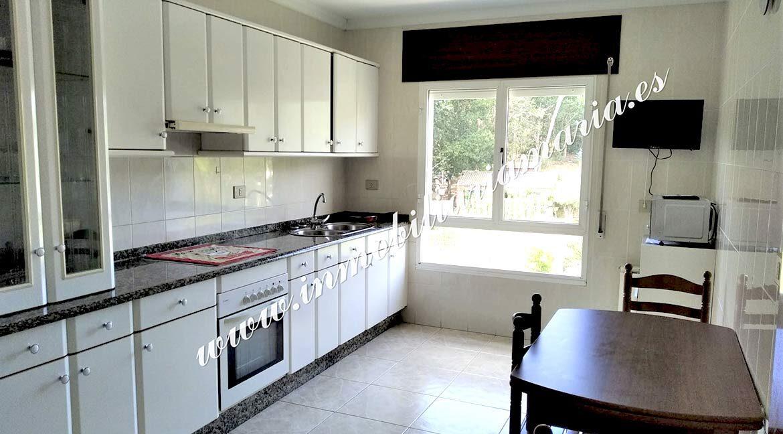 cocina-piso-a-pontenova-inmobiliaria-maria